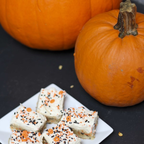 Cake Batter Blondie Bars with Halloween Sprinkles | RoastedMontreal.com