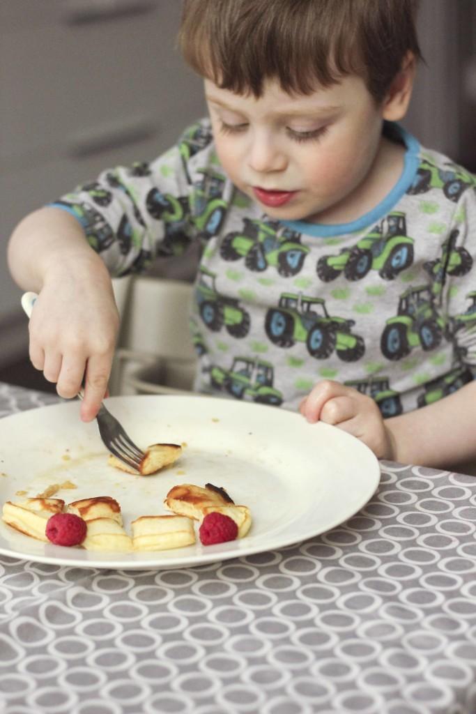 Easy Pancake Recipe   roastedmontreal.com