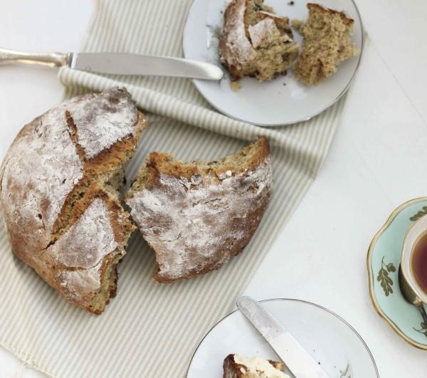 Maple Syrup and Walnut Irish Soda Bread (www.roastedmontreal.com)